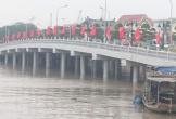Cầu vượt sông 80 tỉ đồng bị đâm hư hỏng 1 trụ