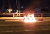 Thanh niên đốt xe, nhảy xuống sông Đồng Nai rồi kêu cứu