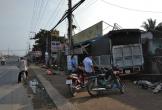 Xe tải tông sập mái hiên 3 nhà dân