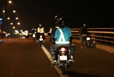 Chuyện ở nơi tối ra đường là mặc áo phản quang chống tai nạn