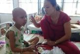 Giọt nước mắt đau đớn của cô bé mắc bệnh ung thư vòm họng