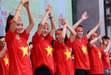 Sinh viên tổ chức xem bóng đá, bán cờ gây quỹ từ thiện