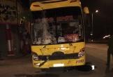 Xe khách tông nhóm nhậu trên vỉa hè khiến 3 người thương vong