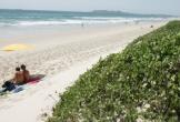 Người dân Australia phẫn nộ vì du khách khỏa thân tắm biển