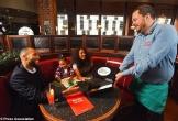 Nhà hàng cho trẻ ăn miễn phí nếu bố mẹ không dùng điện thoại