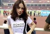 Nữ CĐV xinh đẹp trên sân Mỹ Đình: 'Việt Nam sẽ thắng 2-0 ở chung kết'