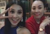 Mẹ Tiểu Vy sang Trung Quốc cổ vũ con gái trong đêm chung kết Hoa hậu Thế giới 2018