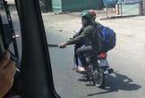 Cầm mã tấu đuổi chém xe khách trên quốc lộ