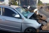 Xe con lấn làn đối đầu xe khách, 3 người nguy kịch