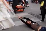 Trốn đám cưới, chú rể bị cô dâu xích tay kéo trên phố