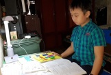 Quảng Bình: Cậu bé lớp 4 trường làng nói tiếng Anh như 'gió'