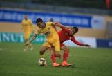 HLV Miura ngán ngẩm với mặt sân xấu tại V-League