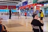 Phản cảm Cảng hàng không Đồng Hới trở thành sân chơi thể thao