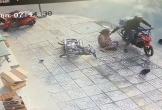 Người phụ nữ nhanh tay giữ lại sợi dây chuyền sau 2 lần bị cướp