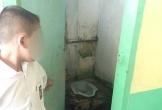 Bị phạt liếm nhà vệ sinh 12 lần vì quên làm bài về nhà