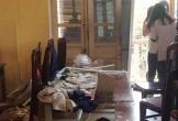 Ba học sinh Hà Nội đi cấp cứu vì sập vữa trần phòng học