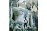 Thái Lan chỉ trích du khách leo tượng Phật