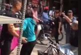 Hà Nội: Nam thanh niên bị đánh dã man giữa đường, không ai dám can