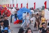 """""""Bỏng mắt"""" với dàn hotgirl, người mẫu diễu hành trên phố ở Quảng Bình"""
