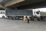 Xe tải cuốn xe máy vào gầm, 1 phụ nữ tử vong tại chỗ