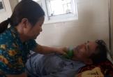 Xót xa cảnh hai vợ chồng ung thư chăm nhau ở viện