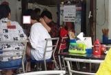 Thanh niên vừa ăn vừa cầm tóc cho bạn gái đỡ nóng gây tranh cãi