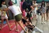 Lôi cô gái lên xe ô tô để đánh ghen, 3 phụ nữ bị khởi tố