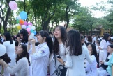 Học sinh Trường THPT Chu Văn An dòng lệ đỏ hoe trong ngày chia tay