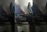 Hành khách đi máy bay bị bắt vì tiểu tiện vào ghế