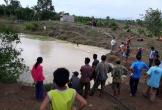 Tranh thủ bắt cá trong giờ ra chơi, hai học sinh chết đuối