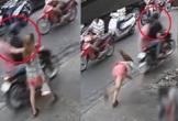 Cô gái ngã sấp mặt vì bị giật dây chuyền vàng