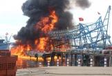 Tàu câu mực hơn 10 tỷ bất ngờ bốc cháy đùng đùng