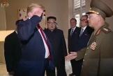 Ông Trump gây bão dư luận vì chào tướng Triều Tiên kiểu nhà binh
