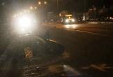 Xe máy dính chặt bên hông ô tô tải, 1 thanh niên tử vong