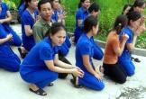 Yêu cầu giải quyết dứt điểm vụ cô giáo quỳ bên xe hơi chủ tịch