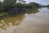 Trên đường đi làm, người đàn ông nhảy xuống sông tắm bị nước cuốn trôi