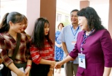 Thứ trưởng Nguyễn Thị Nghĩa kiểm tra công tác thi tại Quảng Bình