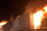 Xe container phát nổ và bốc cháy dữ dội trên quốc lộ 1A