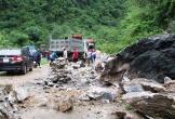 Nghệ An: Lở núi trên Quốc lộ 7, giao thông tê liệt