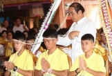 Đội bóng Thái Lan lần đầu tiên trở về bên gia đình sau khi được giải cứu