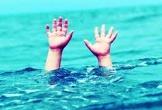 Ngã xuống ao sâu, hai học sinh đuối nước thương tâm