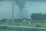 Clip: Vòi rồng xuất hiện ở gần cao tốc Pháp Vân
