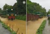 Tàu hỏa chạy 'đường sông' ở Yên Bái