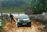 Đám cưới ngày lụt, nhà trai phải cào bùn dọn đường để rước dâu