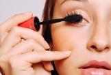 Mẹo thoa mascara chuẩn để lông mi không vón cục