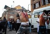 Lễ hội đi trên than nóng, tự chém mình của người Hồi giáo