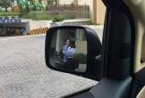 Đang cần lui xe gấp lại gặp cặp đôi hôn nhau thắm thiết chắn đường, tài xế hỏi:
