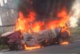 Ôtô 16 chỗ bốc cháy trên quốc lộ, 2 người nhập viện