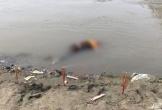 Đang cầu siêu cho cháu bé chết đuối, thầy cúng ngã xuống sông tử vong
