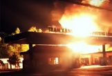 Xe bồn cháy dữ dội ngay trạm xăng dầu ở Đồng Nai